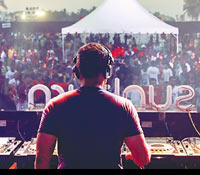 DJ Arnej at Sunburn