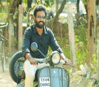 Actor Dinesh in Tamilukku En Ondrai Aluthavum Movie Stills